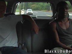 Micah Andrews ist bereit, einen schwarzen Schwanz zu nehmen