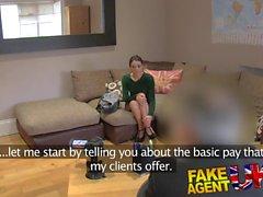 Fake Agent UK Горячее анальное действие с маленьким итальянским милашка
