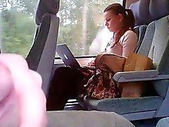 Flash i ett tåg och hon ser många gånger - Flostylez