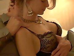 Brooke pronkt met haar grote mooie borsten