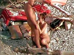 de strapon aficionada en la playa