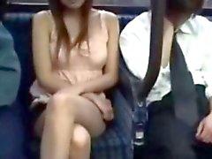 возбудиться зрелая телка трахает на автобуса напротив мужем