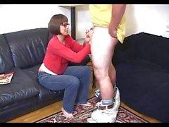 Hamburger giocoso con una splendido vagina munge il corteggiatore della figlia