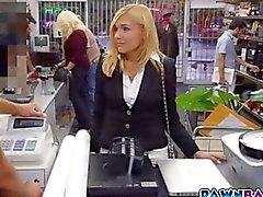 Piyonu bir dükkanda hızlı for cash becerdin Sıcak milf