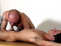Homosexual cabellos castaños sexy la pornografía hijo adolescente Dom petimetre a Kieron del caballero cuenta con un