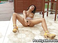 Super horny indian babe working on a big part6