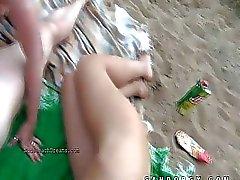 Групповой секс прямо на городского пляжа