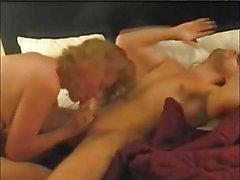 Sexig busty MILF behöver en lång sex session med orgasmvamp