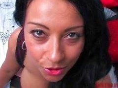 Big Mature titted UK maman vous encourage à sperme sur ses seins POV