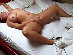 жена дома