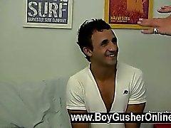 Bugün ile Eşcinsel klipsi bizimle birlikte Eli'yi var . Eli Orta Doğu'ya Ediliyor