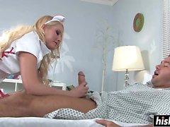 guérit infirmière blonde son patient avec le sexe