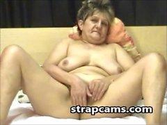 Mormor i hårigt fitta pleseared herself på webcam