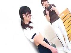 Aasialaiset koulutyttö gets kopeloi hänen kuntosali opettajalle ja kermaa vrk