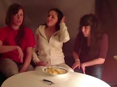 Spagnolo Bambine femmine Sputando patatine