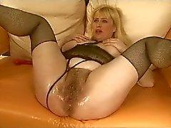 Lavorando sul Hairy Pussy e di Ass BVR