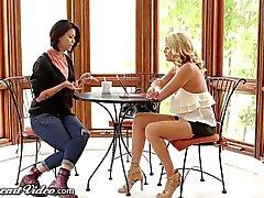 Shyla Jennings Facesits sur Lesbian Stepmom