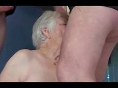 Passiv mormor växlar dicks