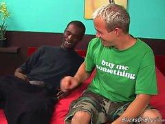Ein lustiger weiße Kerl und ein hing schwarzen Stud beim Sex