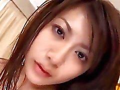 La fille d'Asie et stars du porno obtenir son chatte poilue baisée par The masseur desserre le Éjaculations internes Dans La Massage Bed