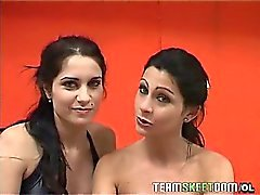 Two sexy Latinen nackt zu sehen sowie doppelt und prallen Schwanz