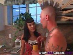 Pierced und Tattooed Punks von XXX Suicide Tribe