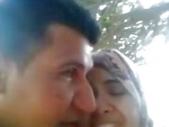 9ahba arab hijab kissing in woods