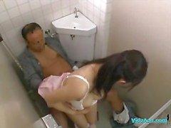 Infirmière obtenir son Hairy Pussy baisée Rouler sur du sexe patient en Toilettes