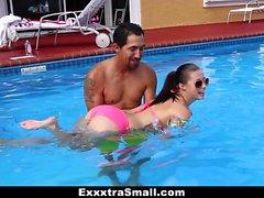 ExxxtraSmall - Sweet Little Babe Fucks Natation entraîneur