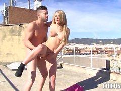 CHICAS LOCA - Jemma Valentine follada en publico en una escena de porno espanol