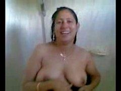 fat desi aunty bathing