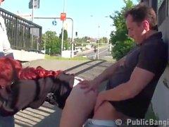 Sexe en Trio Public sur un Arrêt de bus