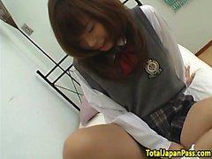 Japansk skolgirl med bigtits blir knullad