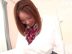 À queue de cochon fille du Japon suce aussi