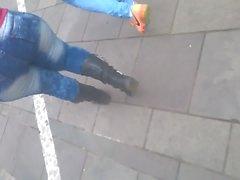 baixinha rabuda rebolando jeans 2
