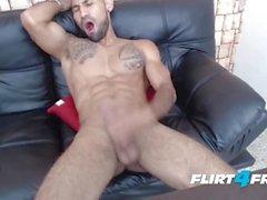 Brandonn T em Flirt4Free Caras - rasgado Cara farpada Cums no seu disco Abs