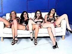 Four Kuuma Porno Chicks Licking ja panevat