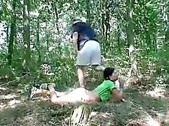 flicka knullade av gubbe i skogarna