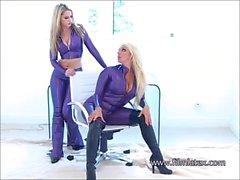 Lesbianas latex fetiche babes intimidad brillante caucho