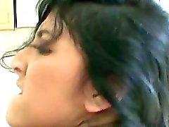 Kimberly Gates amateur latina met natuurlijke tieten fucking hard met een grote lul