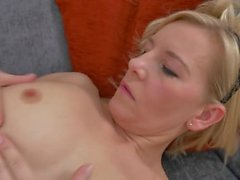 Cum slut Kate Aveiro fingering herself off and ending with a great orgasm.