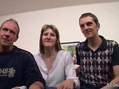 Deutsches Paar macht ihren ersten Dreier mit fremden Typ