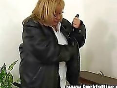 Fat Horny Slut Freezes Repairman Helps Her Warm