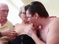 POV chupada de amador adolescente após dedilhado bunda dela em hd