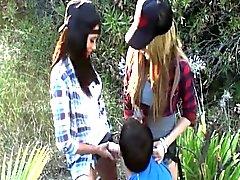 De Mean Girls avec lanière Ons Toy Divers extérieur dans une 3some