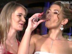 Sexy Mädchen double blowjob