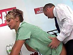 Deux gros seins blonds infirmières plaisir une bite