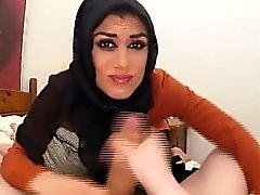 Dreadfully Shy Arab In Hood Sucking Dudes Shlong For Fun