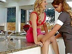 Maid Phoenix spelas i Cheire s nipplar som och Pussy