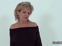 Adulterous uk mature lady sonia shows her large naturals